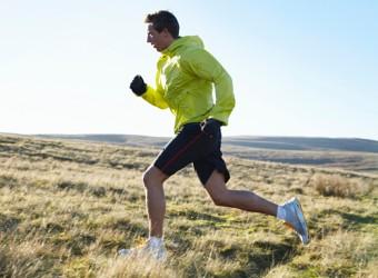 Man-running-in-grassy-fie-014