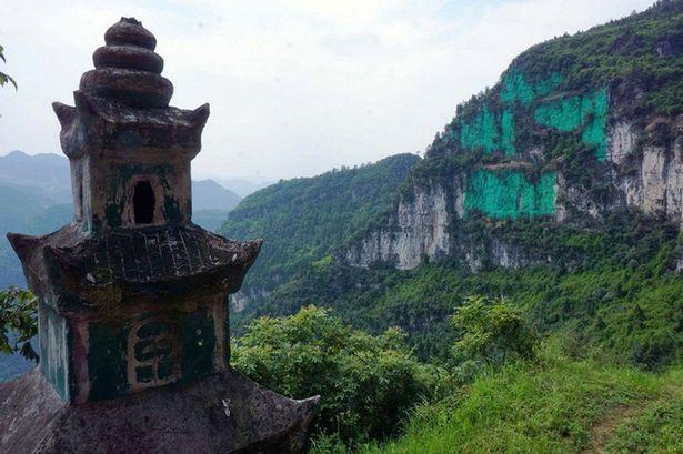 Pay-Main-Green-cliffs