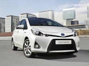 z10973122Q,Toyota-Yaris-Hybrid