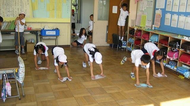 japan-children-clean-room