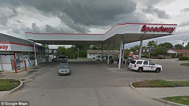 3b6aa96700000578-4038146-the_incident_took_place_behind_this_speedway_gas_station_in_gaha-a-7_1481878100103