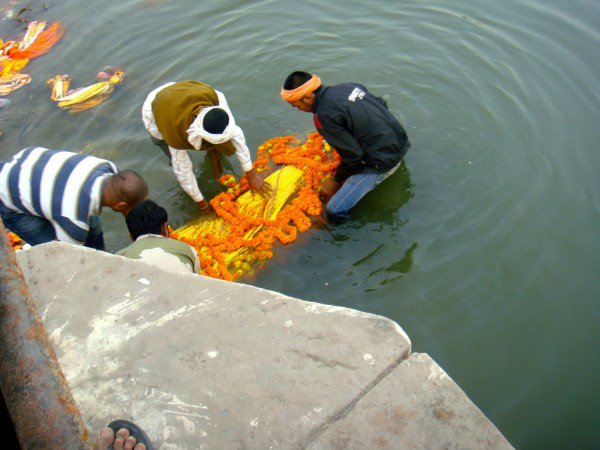 ganges-funeral-600x450