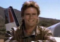 Vai vēl atceries Makgaiveru? Lūk, kā aktieris izskatās tagad!