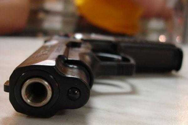 Kopīgiem spēkiem Rīgā un Liepājā izņem šaujamieročus un narkotiskās vielas; aizturētas četras personas