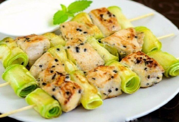 Vistas šašliks ar kabačiem – tikai 56 kcal uz 100g! Ideāla grilsezonas recepte tievētājiem!
