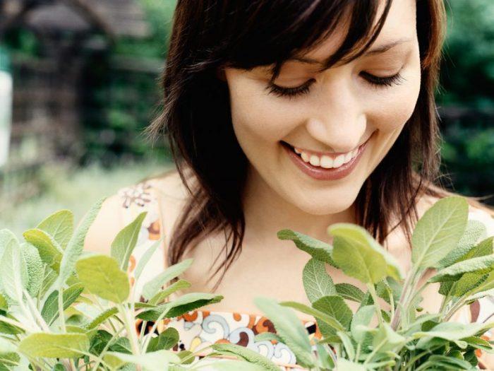 5 dabīgas zālītes, kuras lietojot, sievietēm nebūs jāsatraucas par hormonālām problēmām