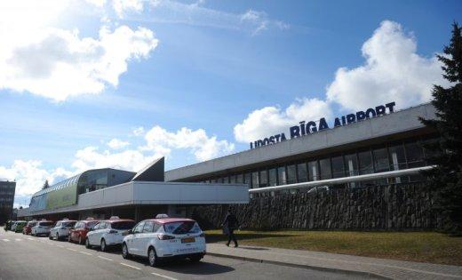 """Tavars skaidro, kāpēc lidostā """"Rīga"""" par taksometriem jāmaksā astronomiskas cenas"""