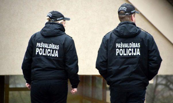 Divi pusaudži pamatskolas izlaidumu noslēdz policijas iecirknī