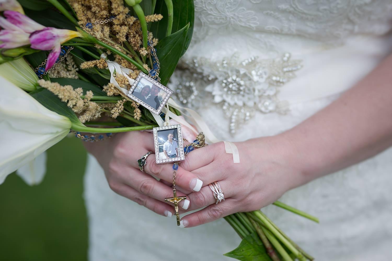 Līgavainis pātrauc kāzu ceremoniju, lai izdarītu ŠO. Līgava asarās un viesi nespēj bilst ne vārda…