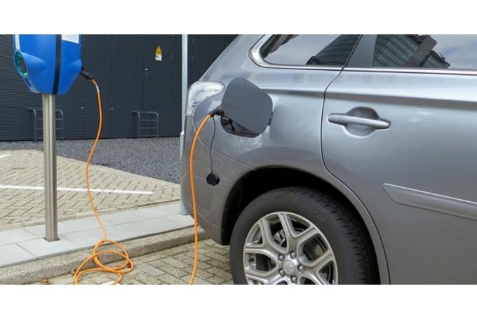 Darbu uzsāk elektromobiļu ātrās uzlādes staciju tīkls