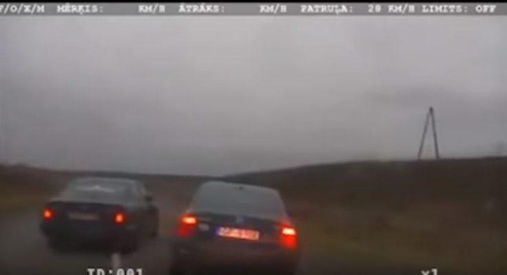 Noskaties kā BMW šoferis palīdz policijai notvert Volkswagen šoferi (VIDEO)