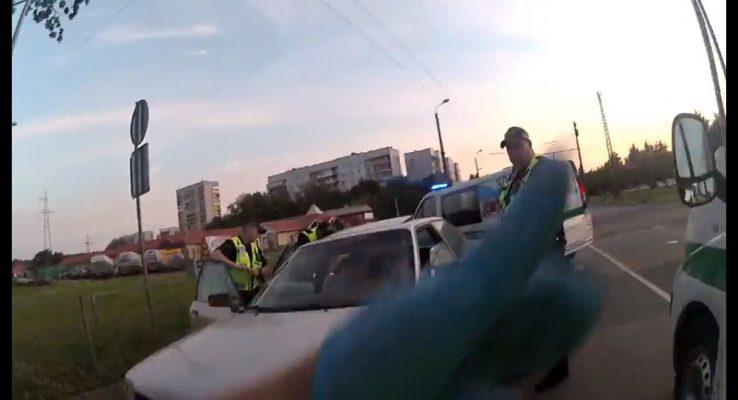 VIDEO: Mežciemā par auto detaļu zādzību aizturēti trīs jauni vīrieši