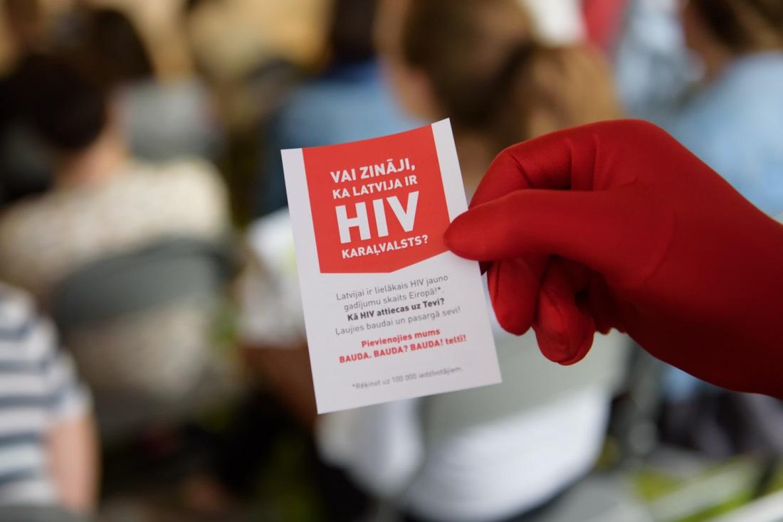 Biedrība ceļ trauksmi par HIV ārstēšanu un individuāli uzrunā lēmumu pieņēmējus