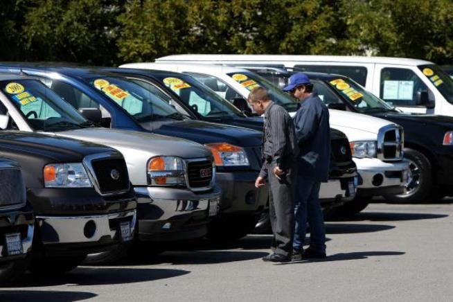 Gada pirmajā pusē par 6% sarucis ievestu lietotu auto skaits