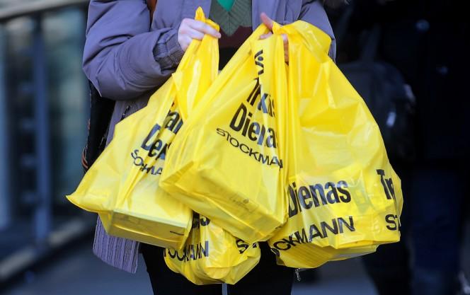 No 2019. gada tirdzniecības vietās plastmasas iepirkumu maisiņus vairs nedrīkstēs izsniegt bez maksas