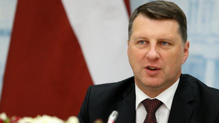 Valsts prezidents: Dziesmu un deju svētki palīdz latviešiem pasaulē saglabāt latviskās tradīcijas un valodu