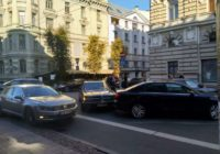 KPV.LV līderis Kaimiņš iekļūst auto negadījumā