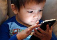 Bērniem, pavadot pārāk daudz laika pie telefona ekrāna, palielinās iespēja saslimt ar vēzi un iegūt lieko svaru