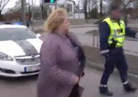 Pastāvēja iespēja, ka viņu krimināli nesodītu! Dzērājšofere, kura Jelgavā izraisīja avāriju, strādāja šajā svarīgajā valsts amatā (+VIDEO)