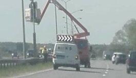 """Policija apstiprina: daudzviet stacionārie radari Latvijā pagriezti otrā virzienā un tagad """"šauj mugurā"""""""