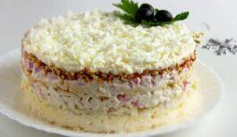 """Īsts hīts Jaungada ballītei: salāti """"Sniega karaliene"""" – īpaši patiks vīriešiem (foto recepte soli pa solim + VIDEO)"""