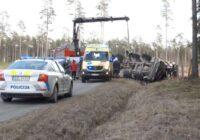 Video: Izvairoties no briežiem, notikusi smaga avārija; Šoferim bija jāizdara izvēle