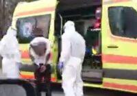 Video: Policija aizturējusi neadekvātu vīrieti, kurš draudējis citus aplipināt ar koronavīrusu