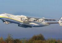 Pilots parādījis video ar pasaulē lielākās lidmašīnas nolaišanos