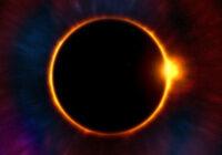 Zemes iedzīvotājus sagaidot bīstams saules aptumsums: Meheda iesaka neiziet no mājas