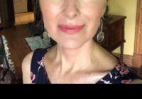 65 gadus veca sieviete pat nedomā novecot. Kā var / vajag izskatīties un dzīvot 65 gadu vecumā