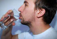 Katru rītu 30 dienas es tukšā dūšā izdzēru 1 glāzi karsta ūdens; Stāstu, kādas izmaiņas ir notikušas organismā